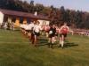 1983-fuballmannschaft-beim-einlaufen